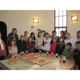 """""""Чисти сърца"""" и приятели боядисаха и подариха 200 яйца"""