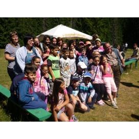 """Празник за децата с увреждания  """"Творим и спортуваме заедно""""  с  доброволци  от """"Чисти сърца"""""""
